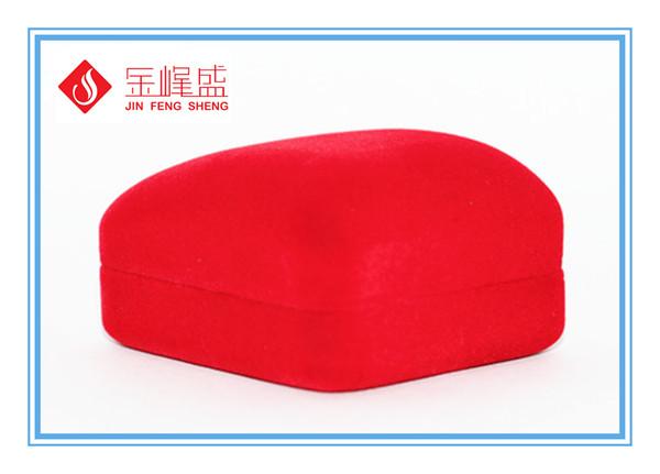 红色植绒首饰盒